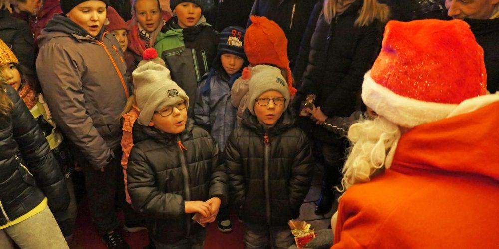 Pressebericht: Der Nikolaus kam auf vier Rädern